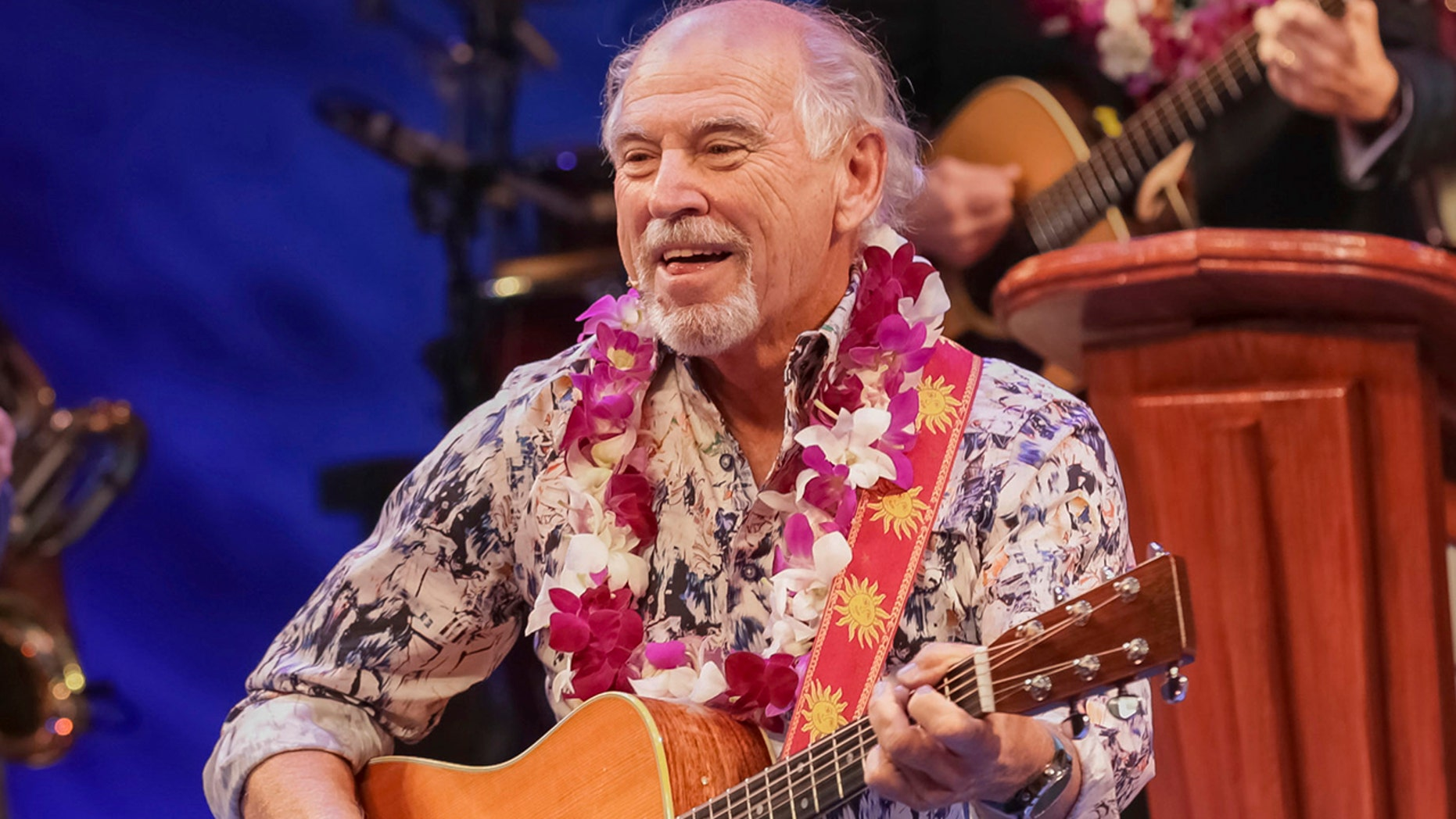 Jimmy Buffett changes his tunes, decries Trump during rally for ...