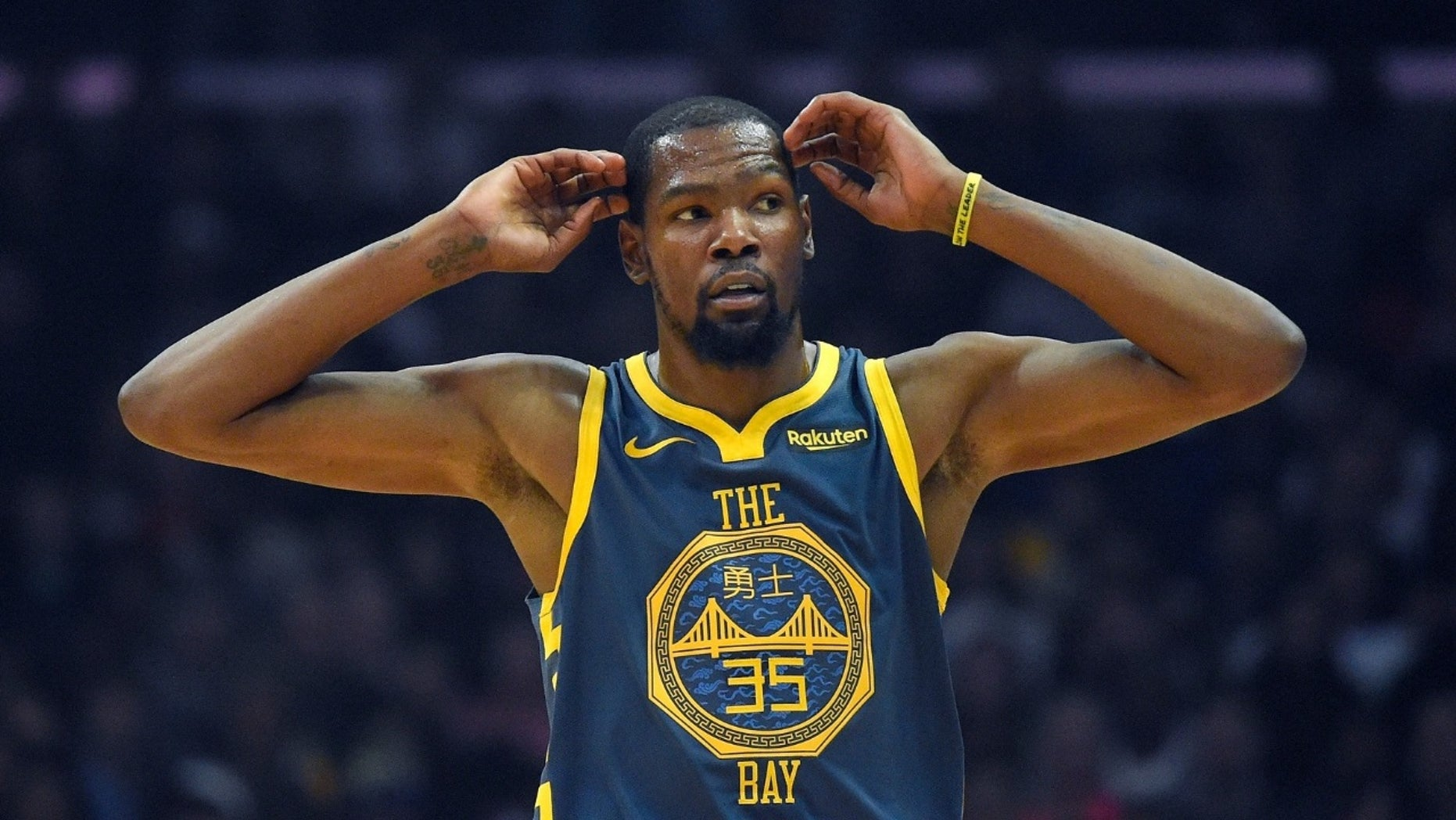 Kevin Durant was captured cussing out a Dallas Mavericks fan on Saturday, Nov. 17, 2018.