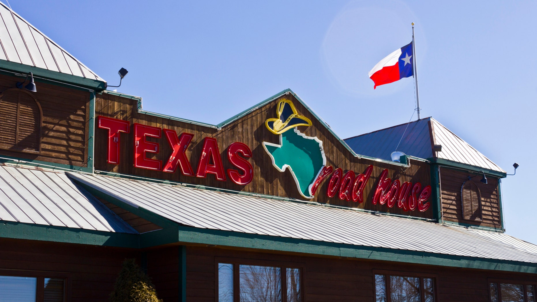 Texas Roadhouse has apologized for an incident last week involving a breastfeeding mother in Kentucky.