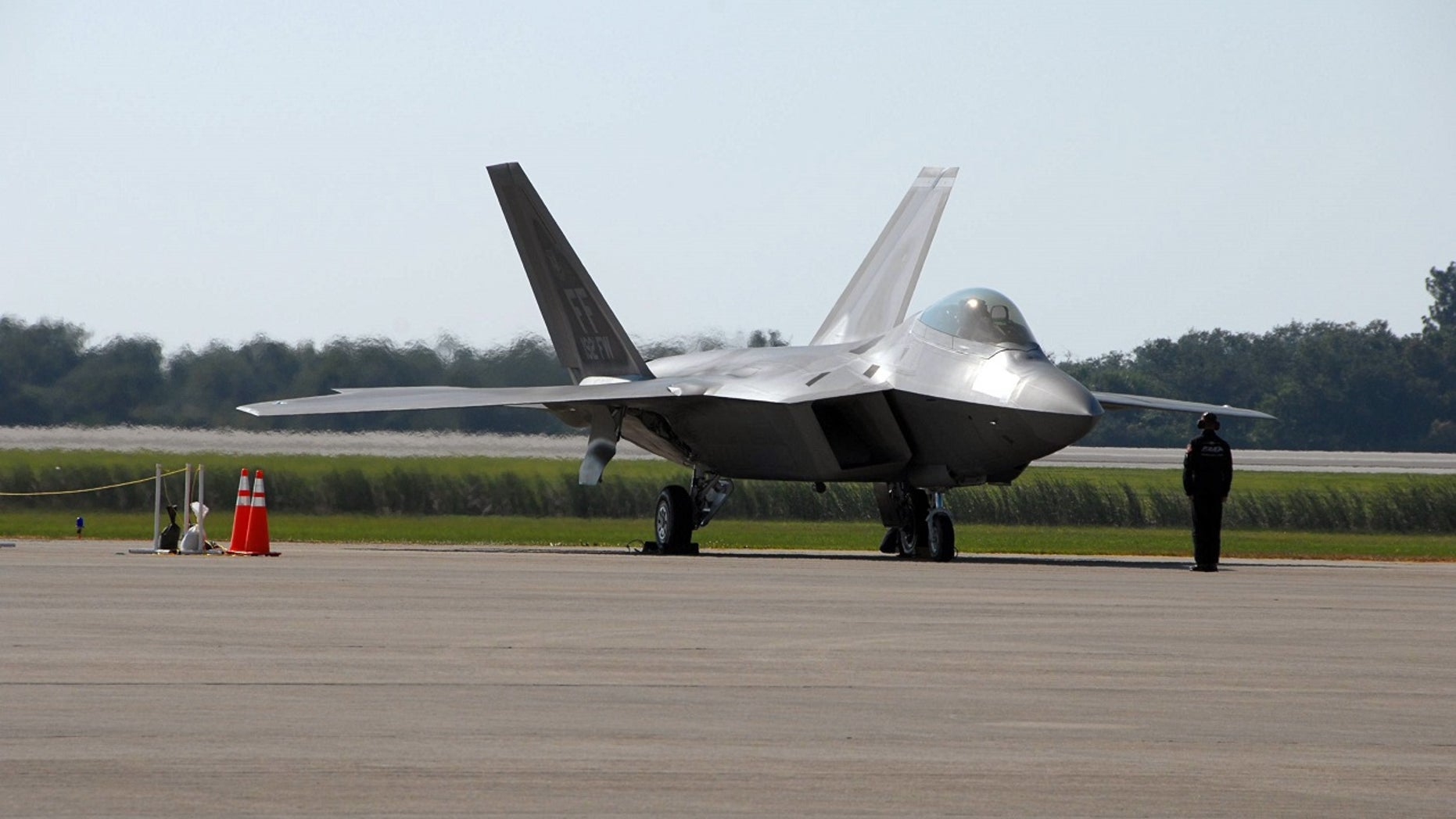 An F-22 Raptor skid the runway of a Naval Air Station earlier this year because of inadequate data, a new report found.