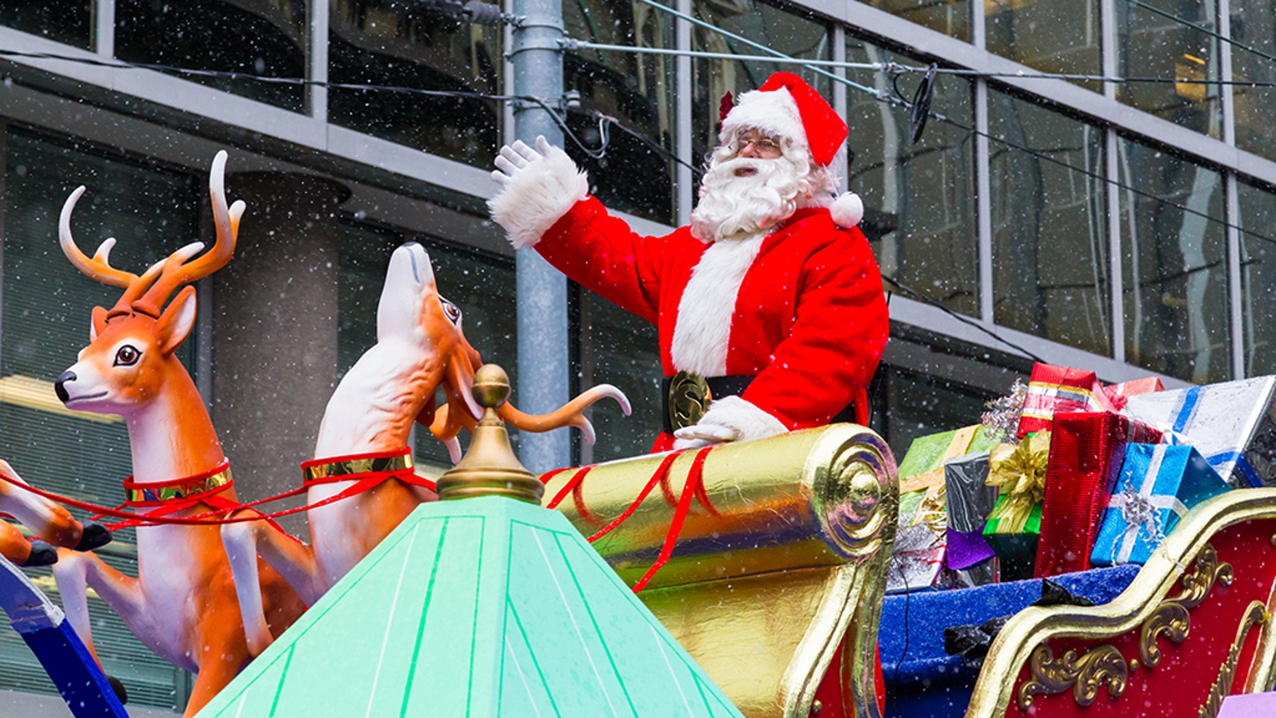 A four-year-old girl died after she fell underneath a float at a Santa Claus parade in the Canadian town of Yarmouth on Saturday.