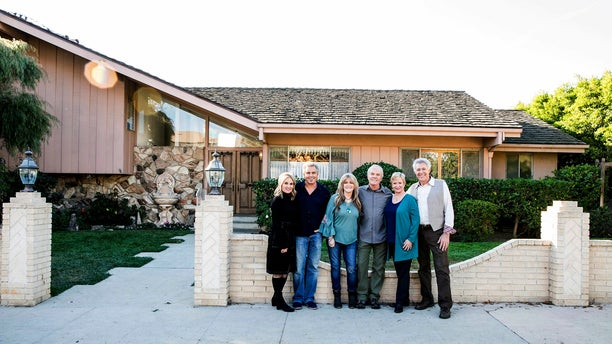 Brady Bunch cast: (left to right) Maureen McCormack (Marsha), Christopher Knight (Peter), Susan Olsen (Cindy), Mike Lookinland (Bobby), Eve Plumb (Jan) and Barry Williams (Greg) in front of the original Brady home in Studio City, CA, as seen on A Very Brady Renovation.