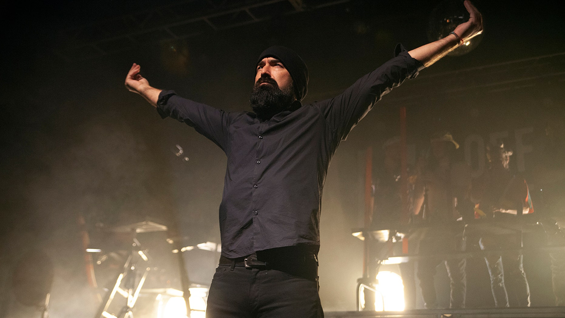 """CHARLOTTE, NORTH CAROLINA - NOVEMBER 06: Mike """"Beard Guy"""" Taylor of Walk Off the Earth performs at The Fillmore Charlotte on November 06, 2018 in Charlotte, North Carolina. Taylor passed away from natural causes on Dec. 30, 2018."""