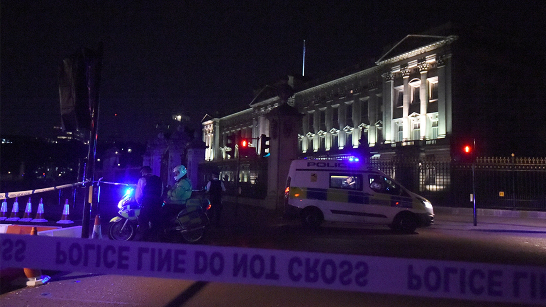 Police cars surround Buckingham Palace after August 2017 incident. Lauren Hurley/PA Wire