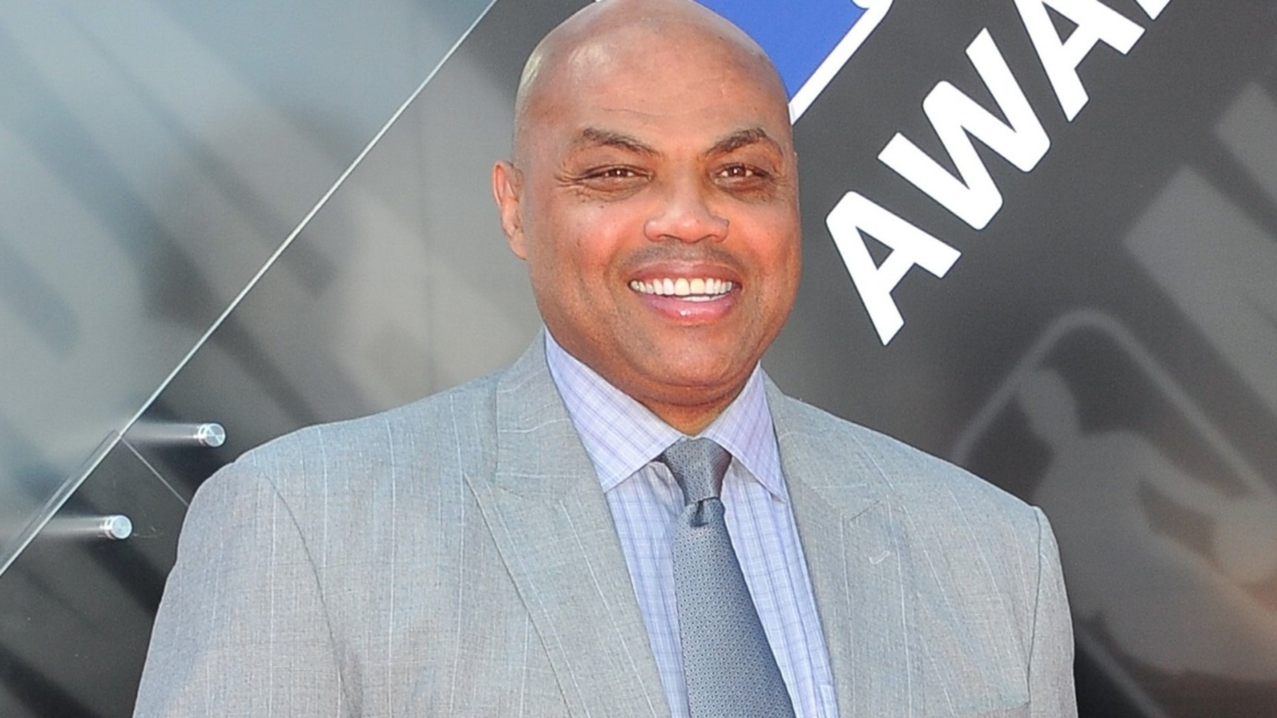 Everyone is getting emotional over this touching Charles Barkley story