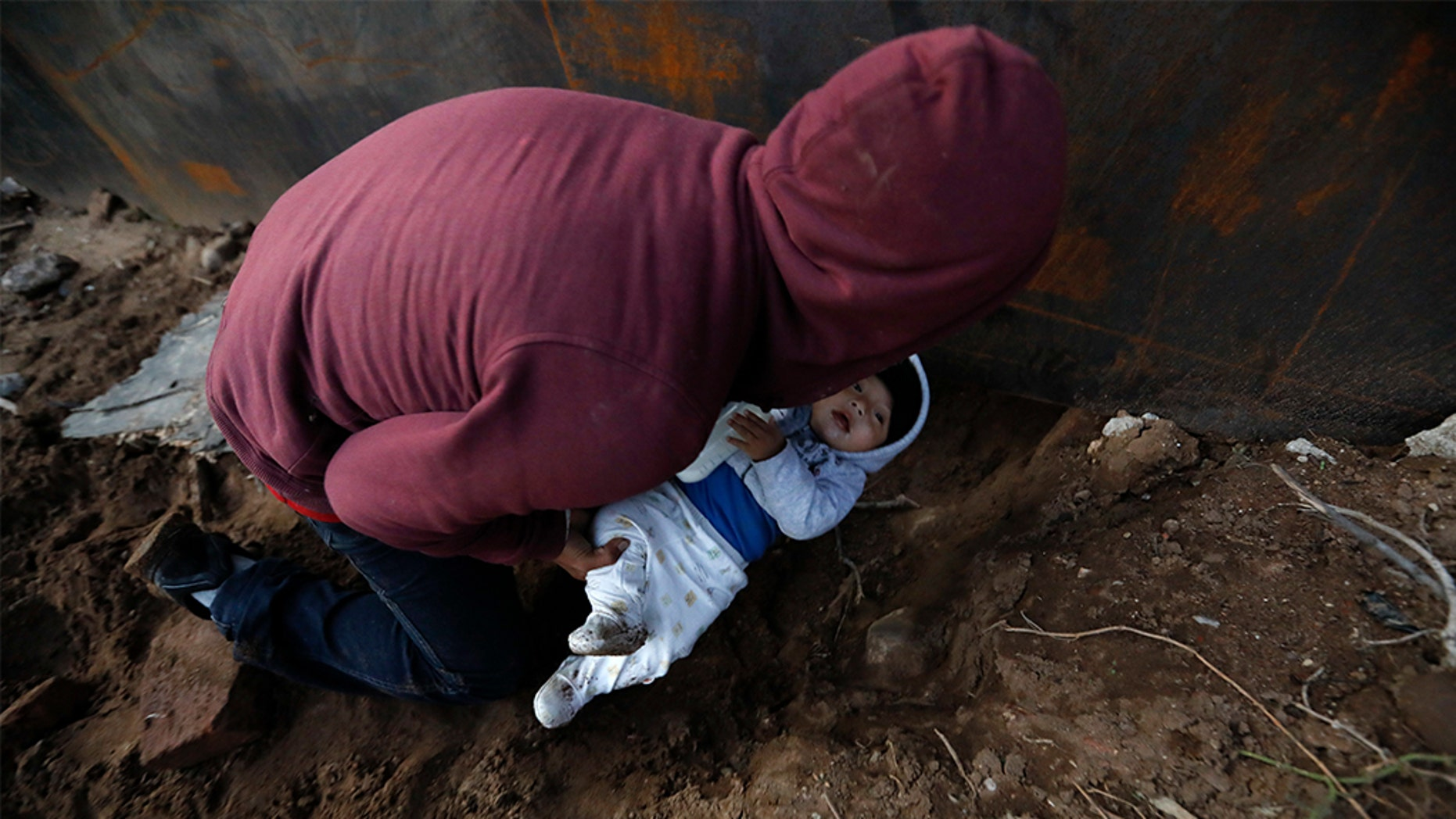 Pregnant Honduran woman scales border wall to give birth in US