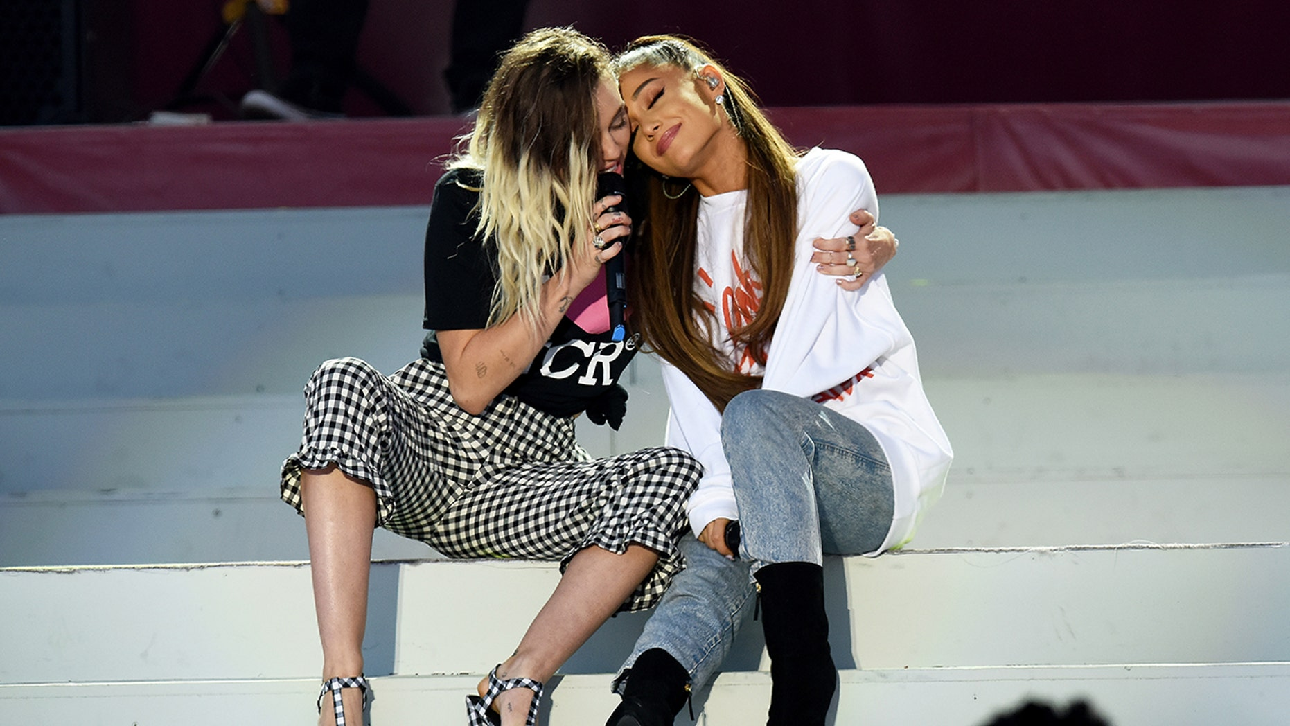 Miley Cyrus stretched after the separation of the singer from Pete Davidson to Ariana Grande.