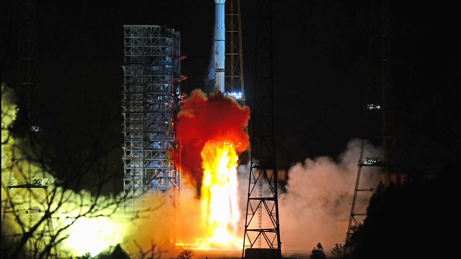 """XICHANG, CHINA - DECEMBER 8: A long March 3B rocket carrying the Chang'e-4 lunar probe, including a lander and a rover, launches on December 8, 201<div class=""""e3lan e3lan-in-post1""""><script async src=""""//pagead2.googlesyndication.com/pagead/js/adsbygoogle.js""""></script> <!-- Text_Display_Responsive --> <ins class=""""adsbygoogle""""      style=""""display:block""""      data-ad-client=""""ca-pub-6192903739091894""""      data-ad-slot=""""3136787391""""      data-ad-format=""""auto""""      data-full-width-responsive=""""true""""></ins> <script> (adsbygoogle = window.adsbygoogle    []).push({}); </script></div>8 from the Xichang Satellite Launch Center in Xichang, Sichuan Province, China. (Photo by VCG / VCG via Getty Images)"""