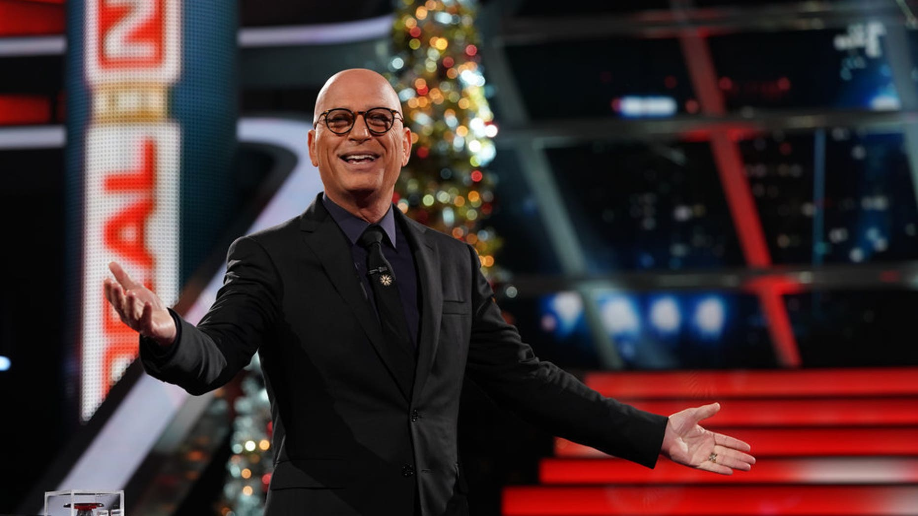 A contestant passed up $333,000 on the holiday episode of 'Deal or No Deal.'