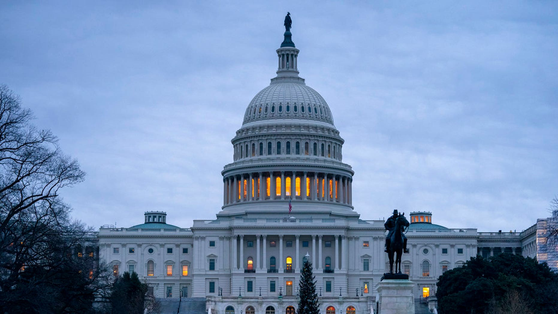 The Capitol is seen on Thursday, December 20, 2018, in Washington early morning in the gray sky. The Senate has passed a law that seeks to temporarily finance the government's last night's call for money for a border wall with Mexico. It is expected that the house will vote before the deadline on Friday, when funding for part of the government expires. Without resolution, more than 800,000 state workers would have to go on holiday or work without pay, disrupting government operations a few days before Christmas. (AP Photo / J. Scott Applewhite)