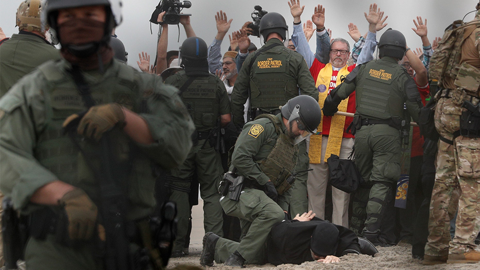 U.S. Border Patrol agents at a pro-migration protest by members of various faith groups showing support for Central American asylum-seekers. (AP Photo/Rebecca Blackwell)