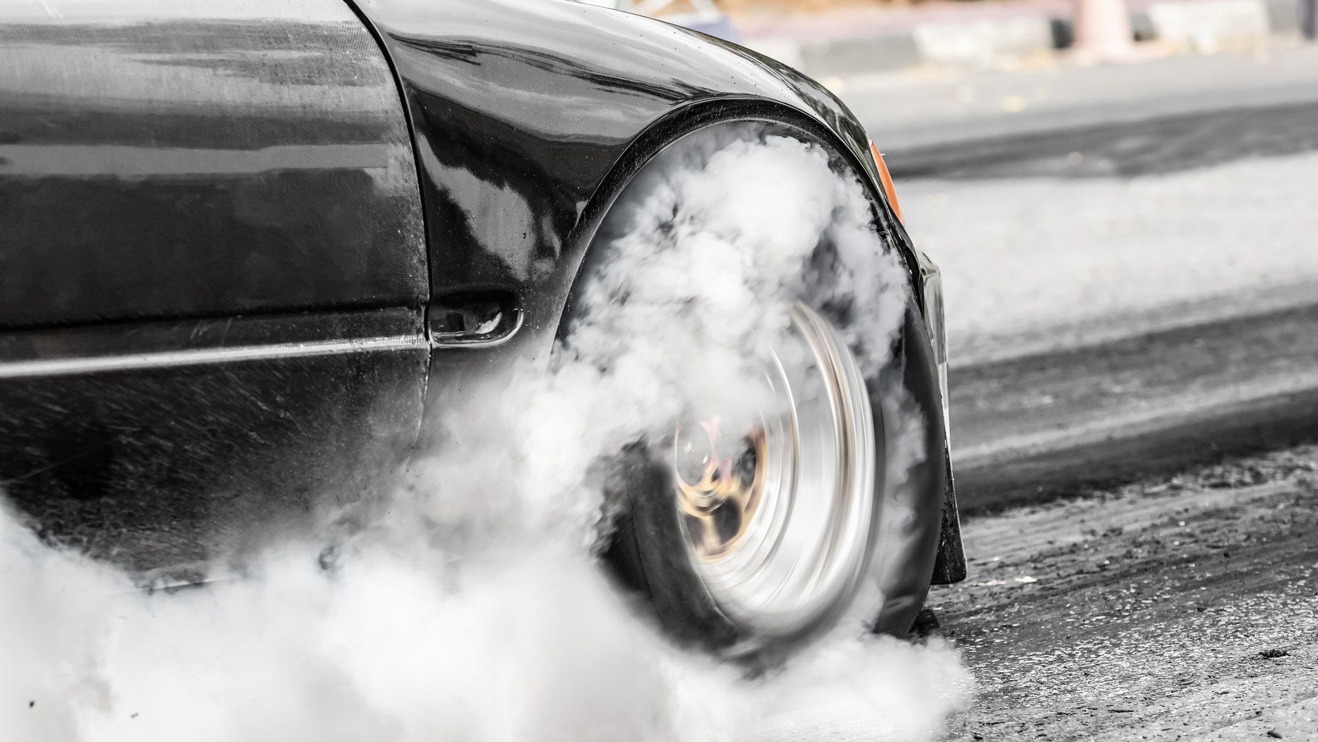 The couple, from South Australia, had planned to learn the sex of their unborn child with the help of a car and a set of tires, which were rigged to throw off colorful smoke.