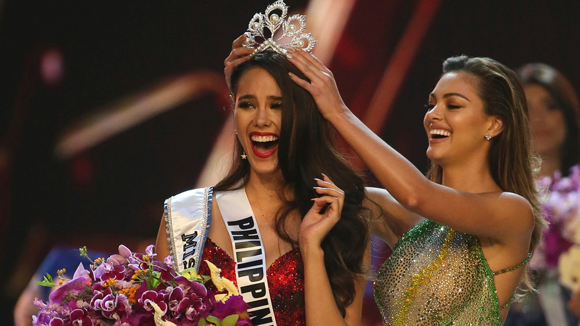 Catriona Gray makes it to top 3 of Miss Universe 2018