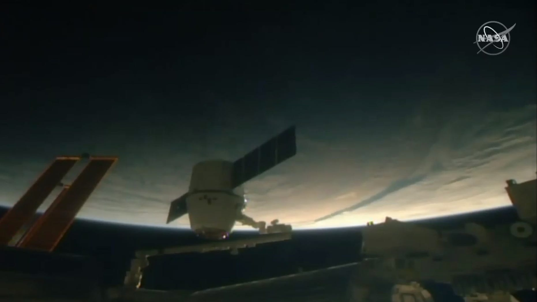 SpaceX Dragon delivers cargo (and Christmas treats) to ...
