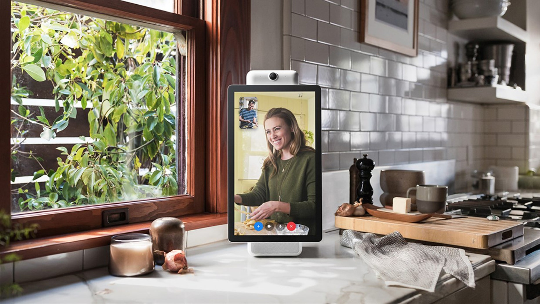 Facebook employees were caught writing glowing reviews of the Facebook Portal on Amazon. (Facebook)