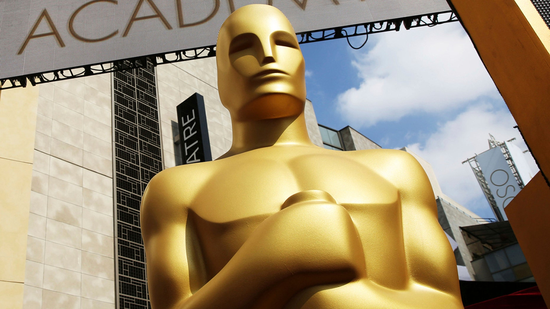 The Justice Department has warned the Academy of Motion Picture Arts and Sciences about potential antitrust and competition law violations.