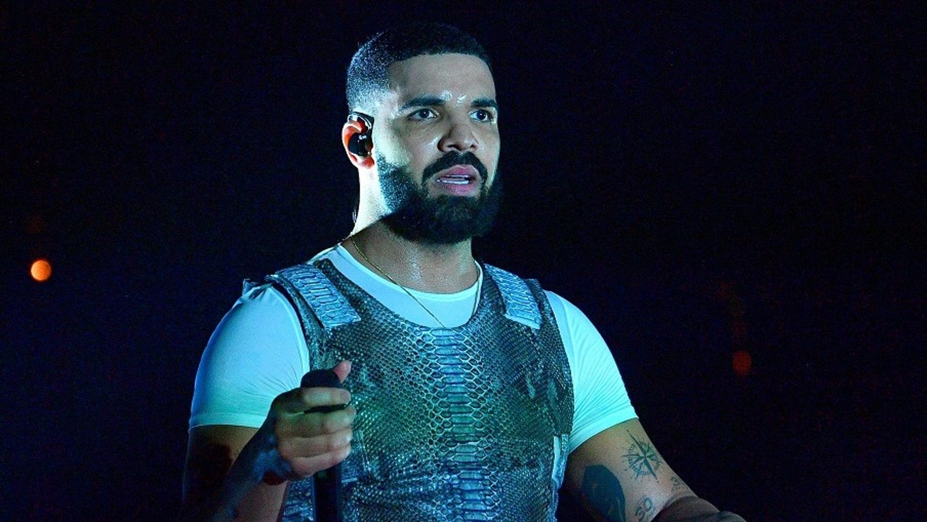 Video of Drake kissing 17-year-old girl on stage surfaces