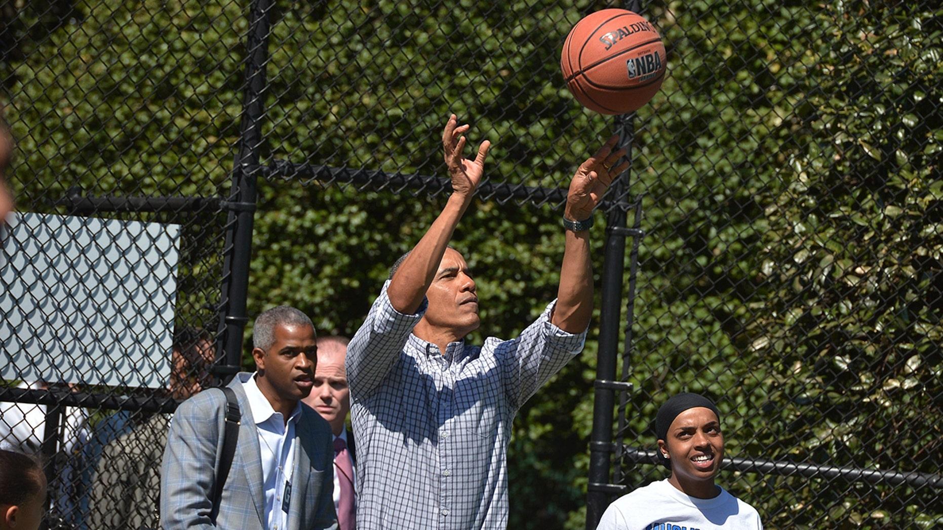 Bill Walton thinksBarack Obama could be the next UCLA basketball coach.