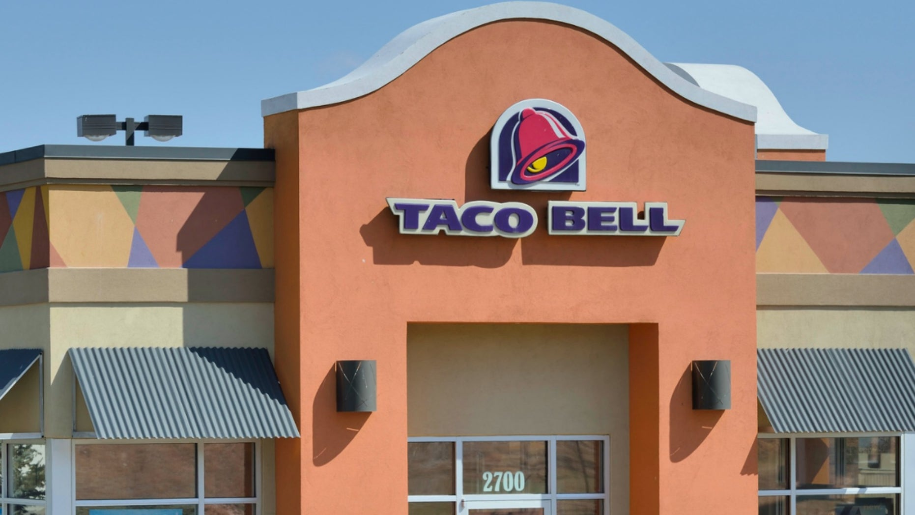 A Taco Bell employee's words of encouragement are bringing smiles to customers' faces.