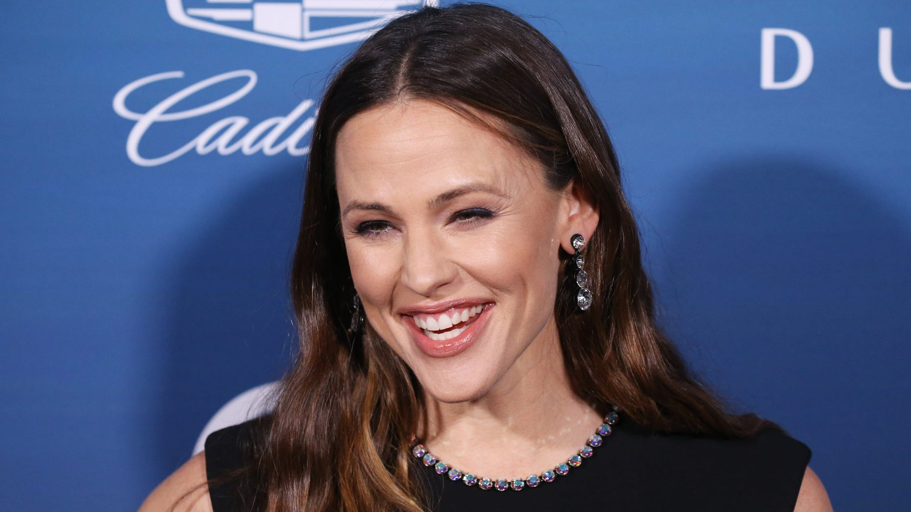 Jennifer Garner shared a hilarious and embarrassing photo for the '10-Year Challenge.'
