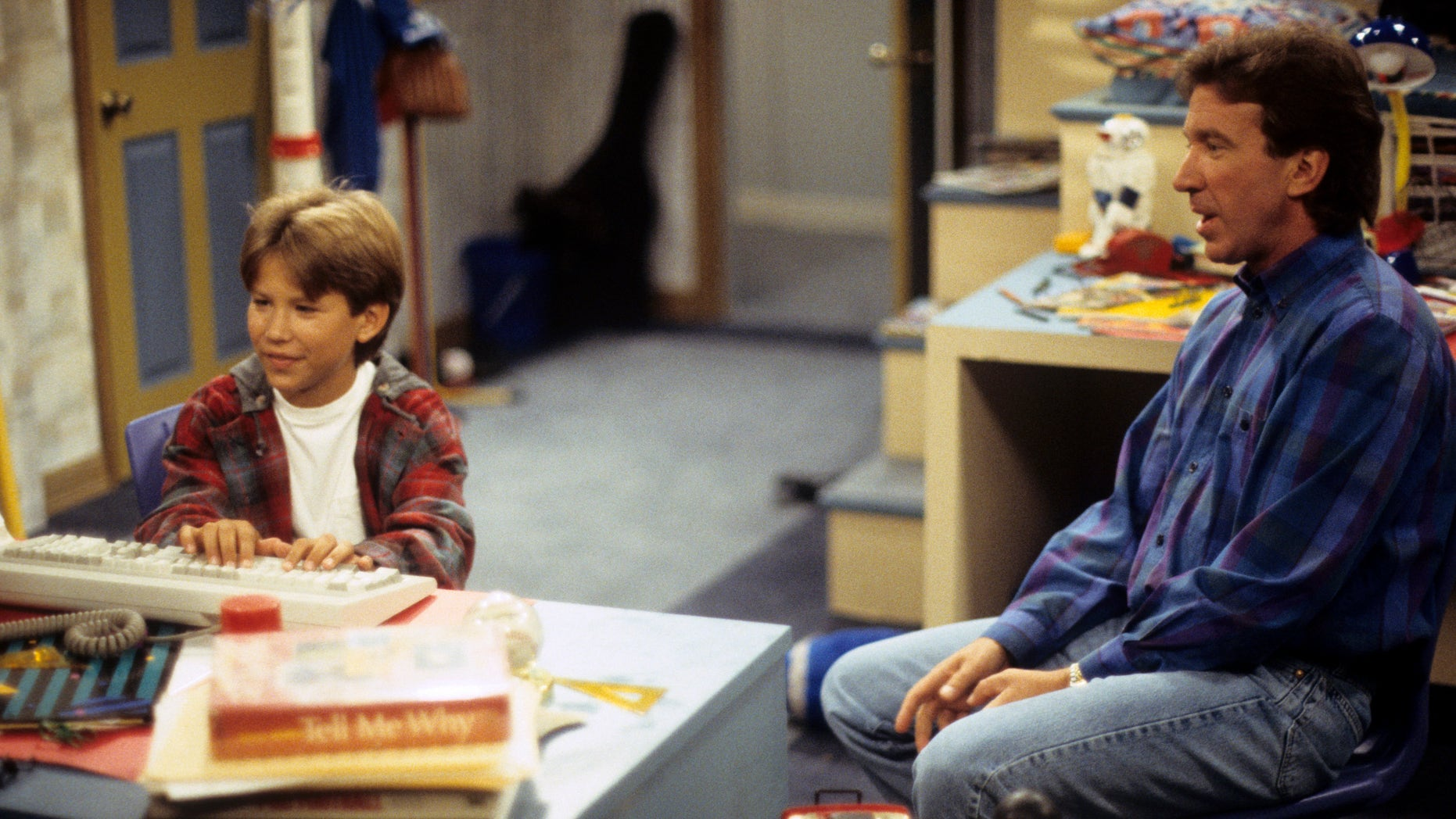 'Home Improvement star Jonathan Taylor Thomas and Tim Allen appear in an episode years before the young actor would eventually leave the show. (Getty Images)