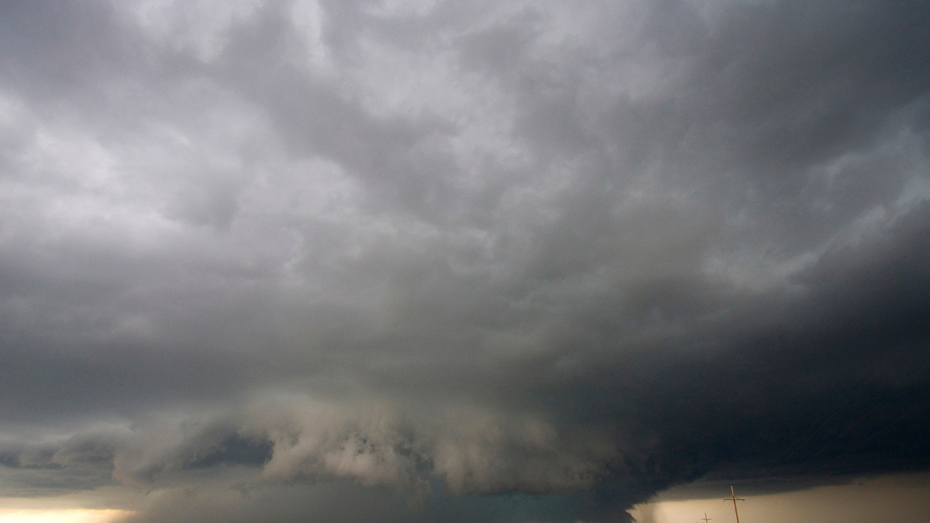 "An ""anvil"" storm cloud in the Midwestern U.S. (Credit: UCAR)"