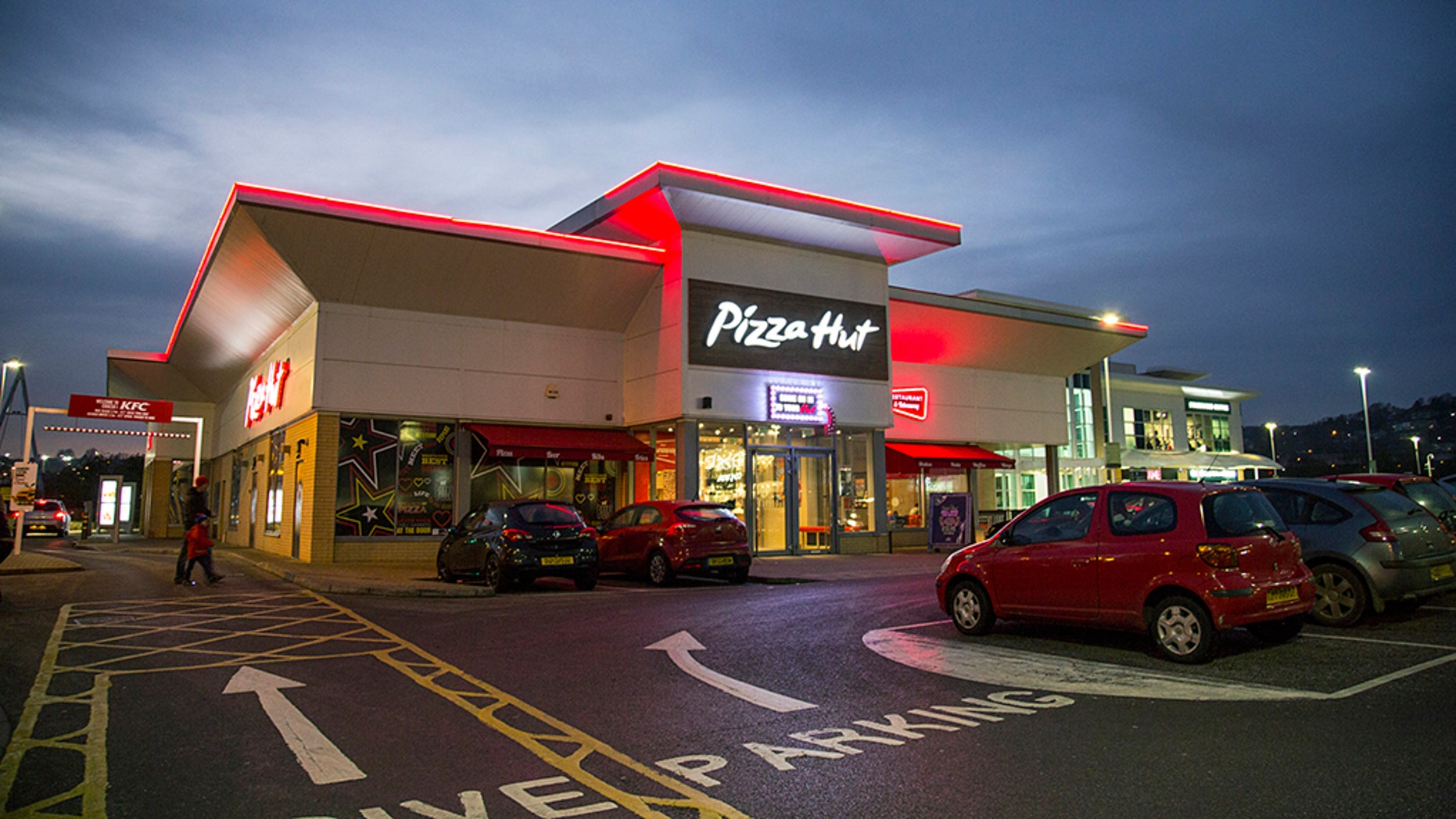 Pizza Hut on Monday announced the latest expansion of its effort to deliver customers a classic combo – pizza and beer.