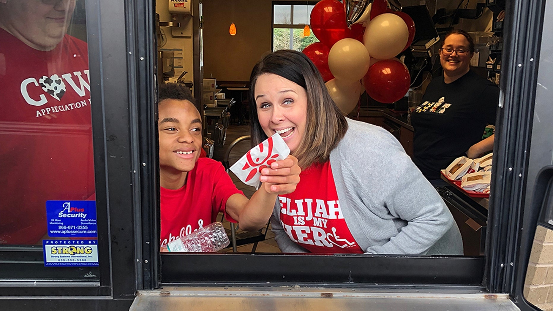 A Chick-fil-A in Alabama opened its doors Sunday for a little boy celebrating his birthday. <br>