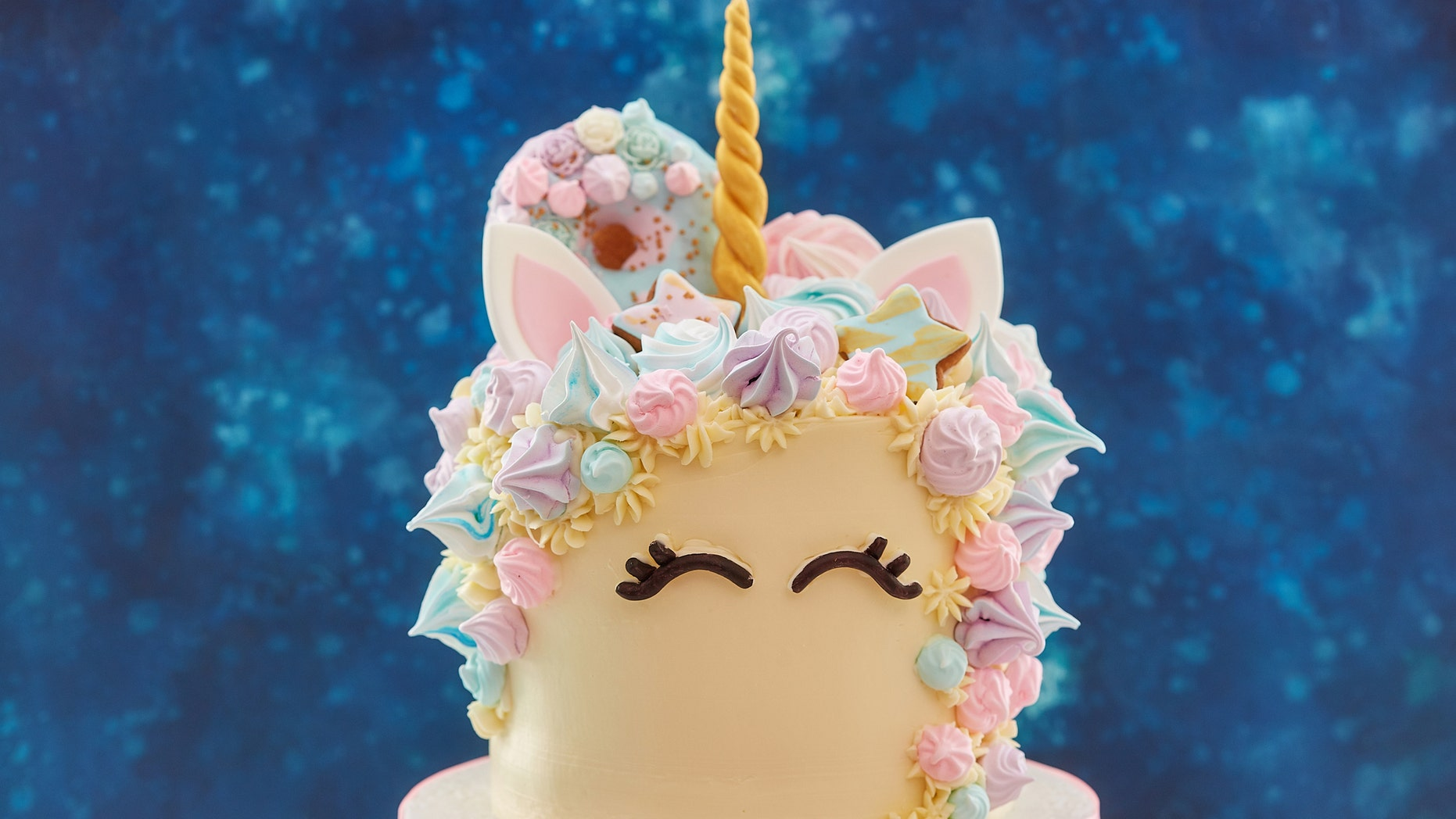 Unicorn-themed foods were quite the hit throughout 2018.