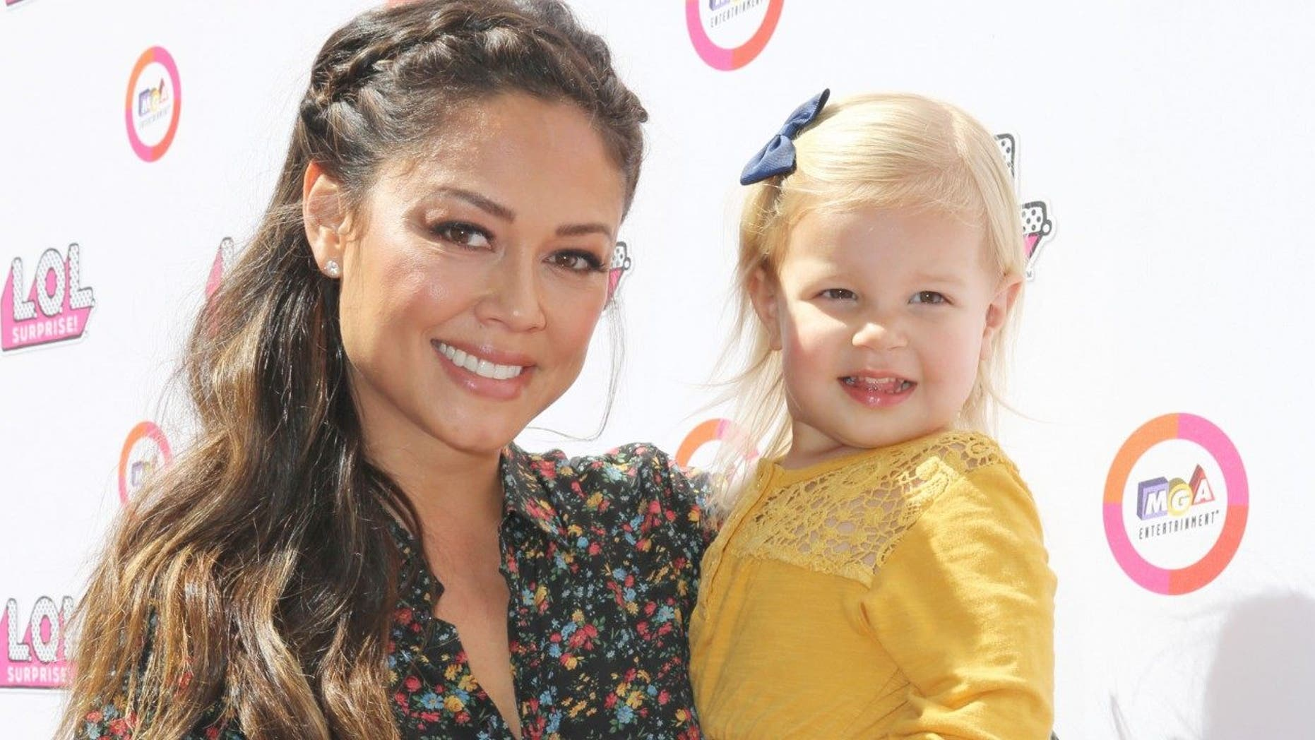 Vanessa Lachey responded to a tweet that said her 3-year-old daughter, Brooklyn, with husband Nick Lachey looks like his ex-wife, Jessica Simpson.