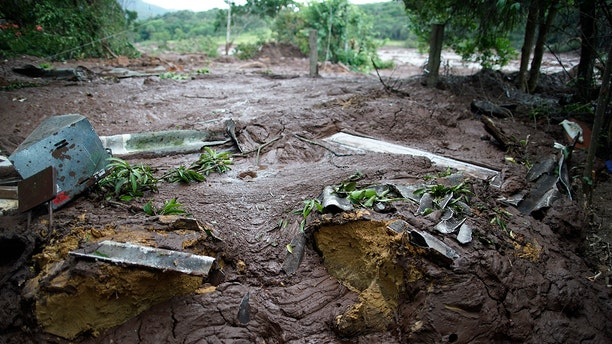 The mud covers the backyard of a house after a dam collapse near Brumadinho, Brazil, Saturday, Jan. 26, 2019. Rescuers in helicopters on Saturday searched for survivors while firefighters dug through mud in a huge area in southeastern Brazil buried by the collapse of a dam holding back mine waste, with at least nine people dead and up to 300 missing. (AP)