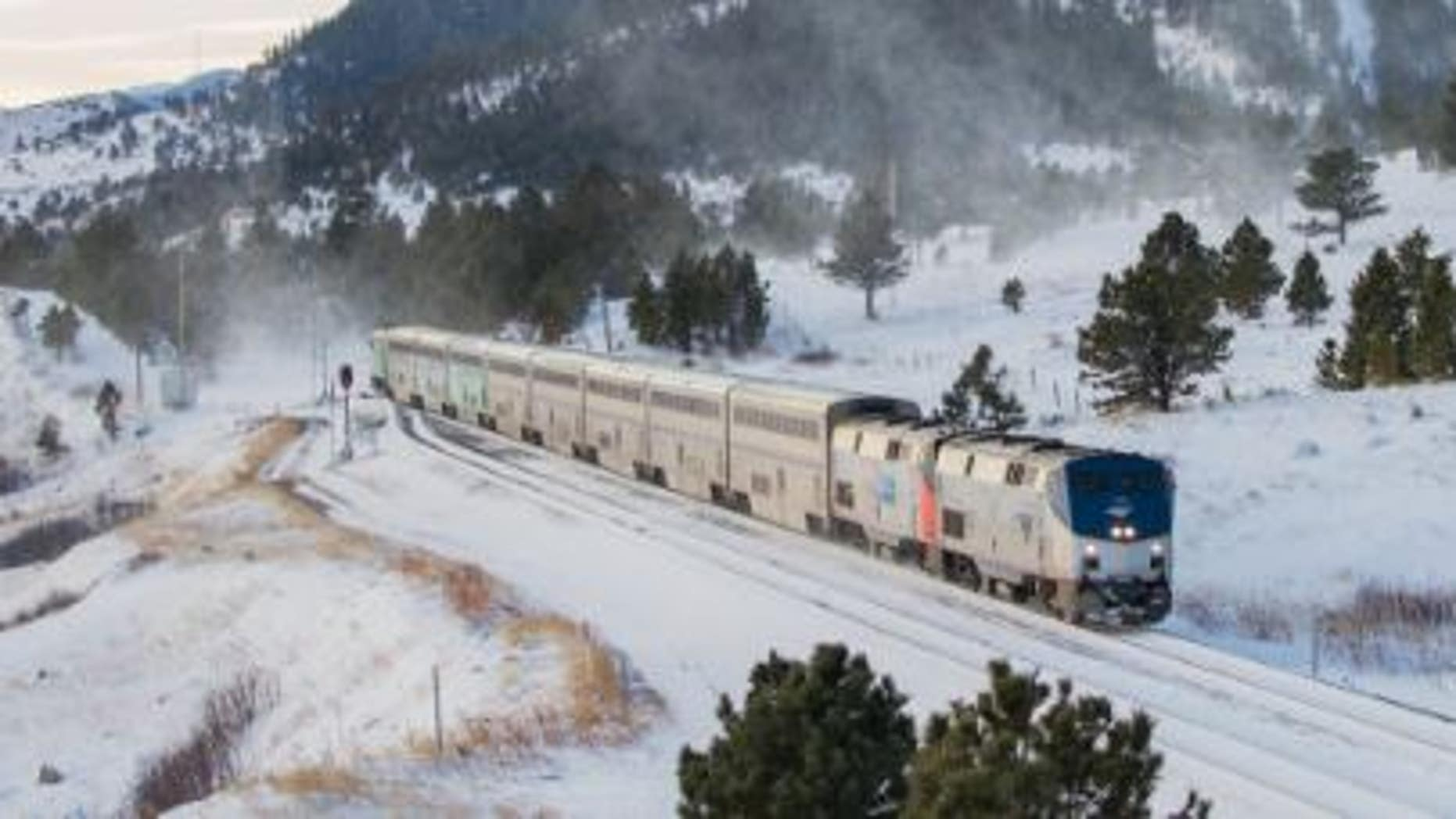 Amtrak train stranded in OR  after hitting tree