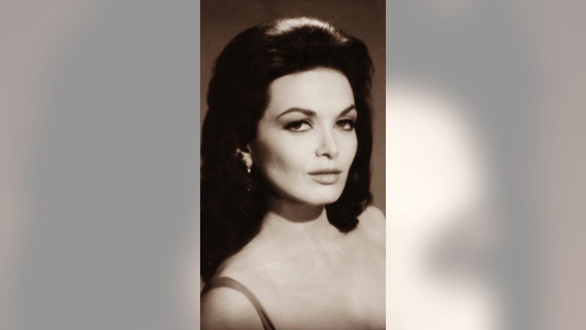 Actress Lisa Seagram passed away at age 82.