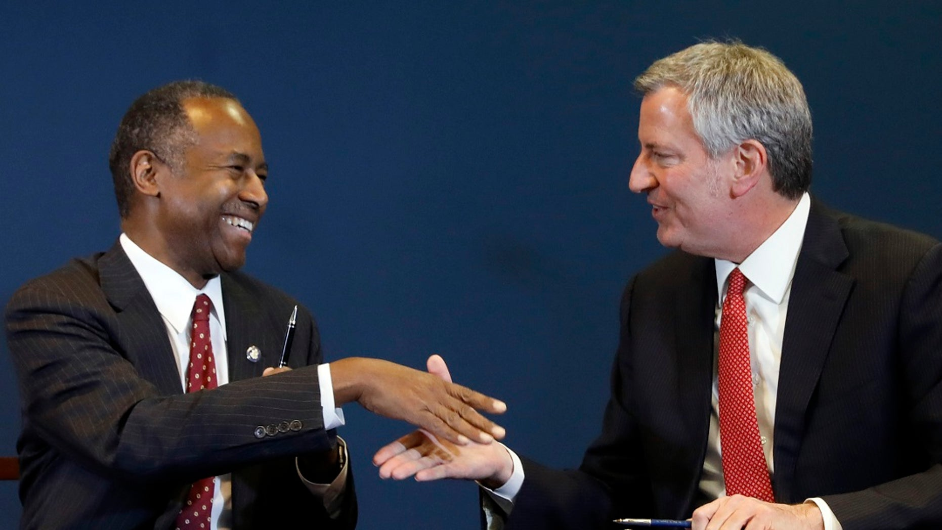 Housing and Urban Development Secretary Ben Carson, left, and New York Mayor Bill de Blasio shake hands after a ceremonial signing of an agreement for oversight of New York City's public housing system, in New York, Jan. 31, 2019. (Associated Press)
