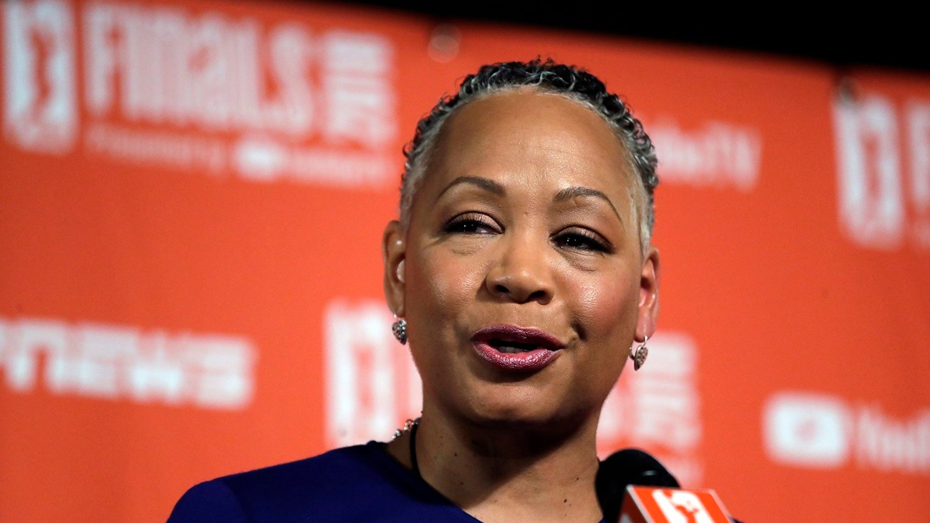 "Lisa Borders has resigned as president and CEO of Time & # 39; s Up Gender Equality Initiative, formed in 201<div class=""e3lan e3lan-in-post1""><script async src=""//pagead2.googlesyndication.com/pagead/js/adsbygoogle.js""></script>