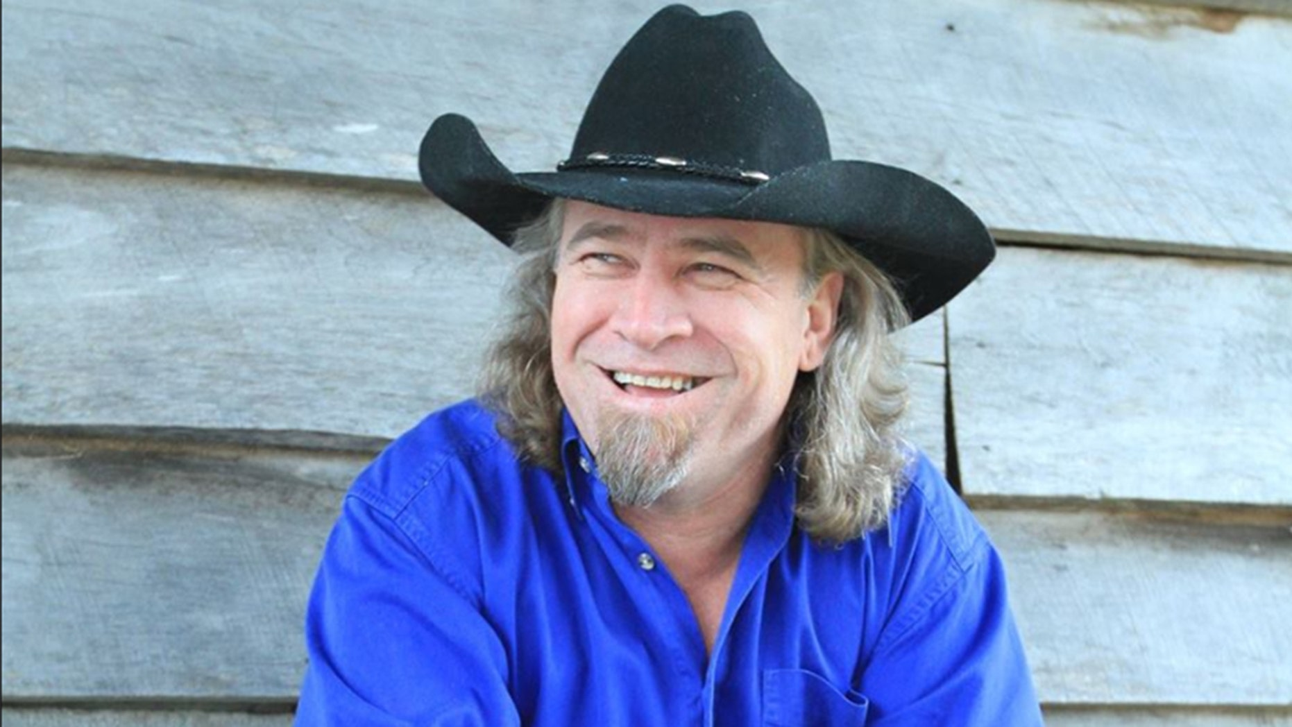Country singer Doug Supernaw revealed to his fans that he's battling cancer.