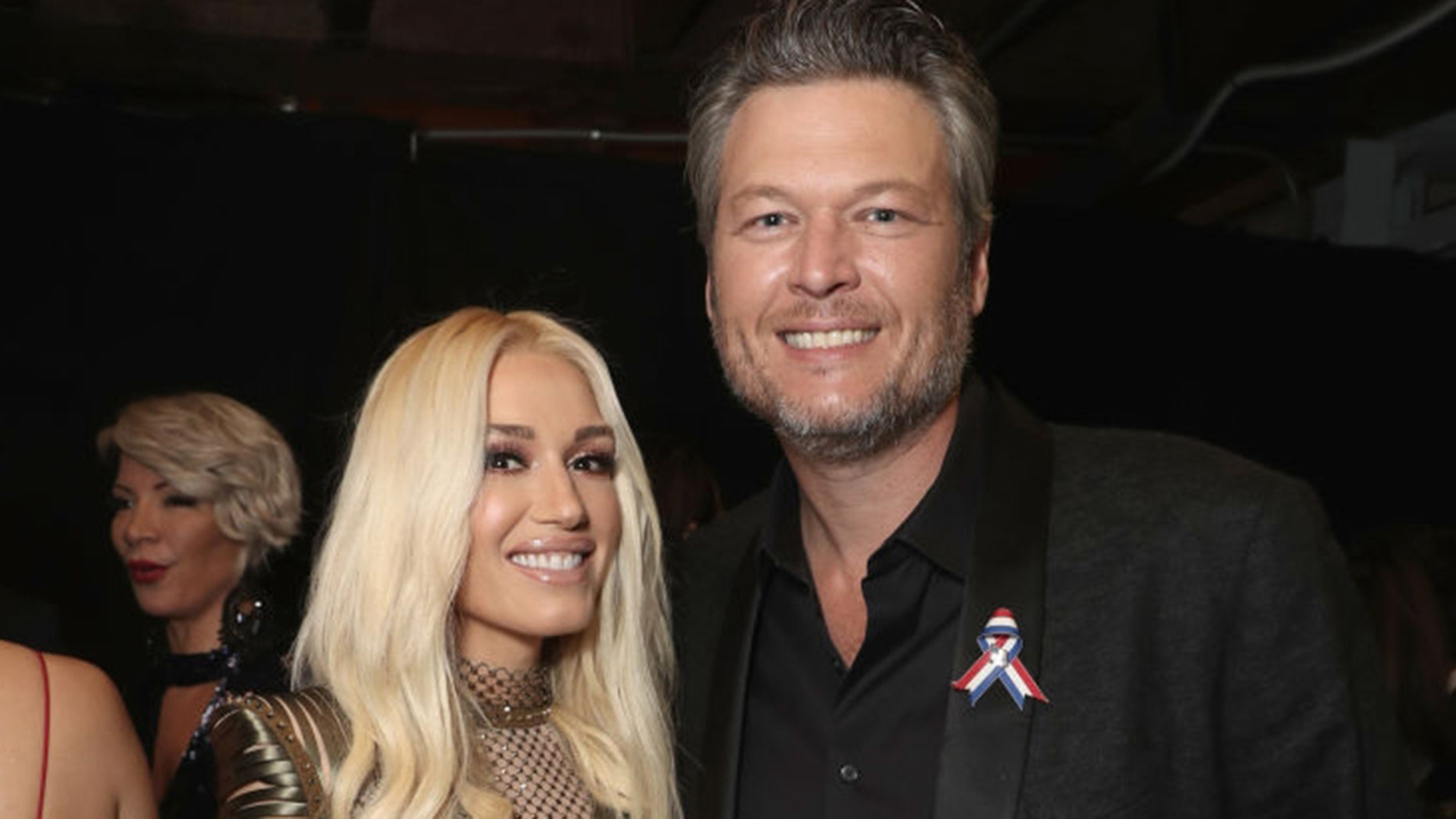 Gwen Stefani and Blake Shelton pose for a photo.