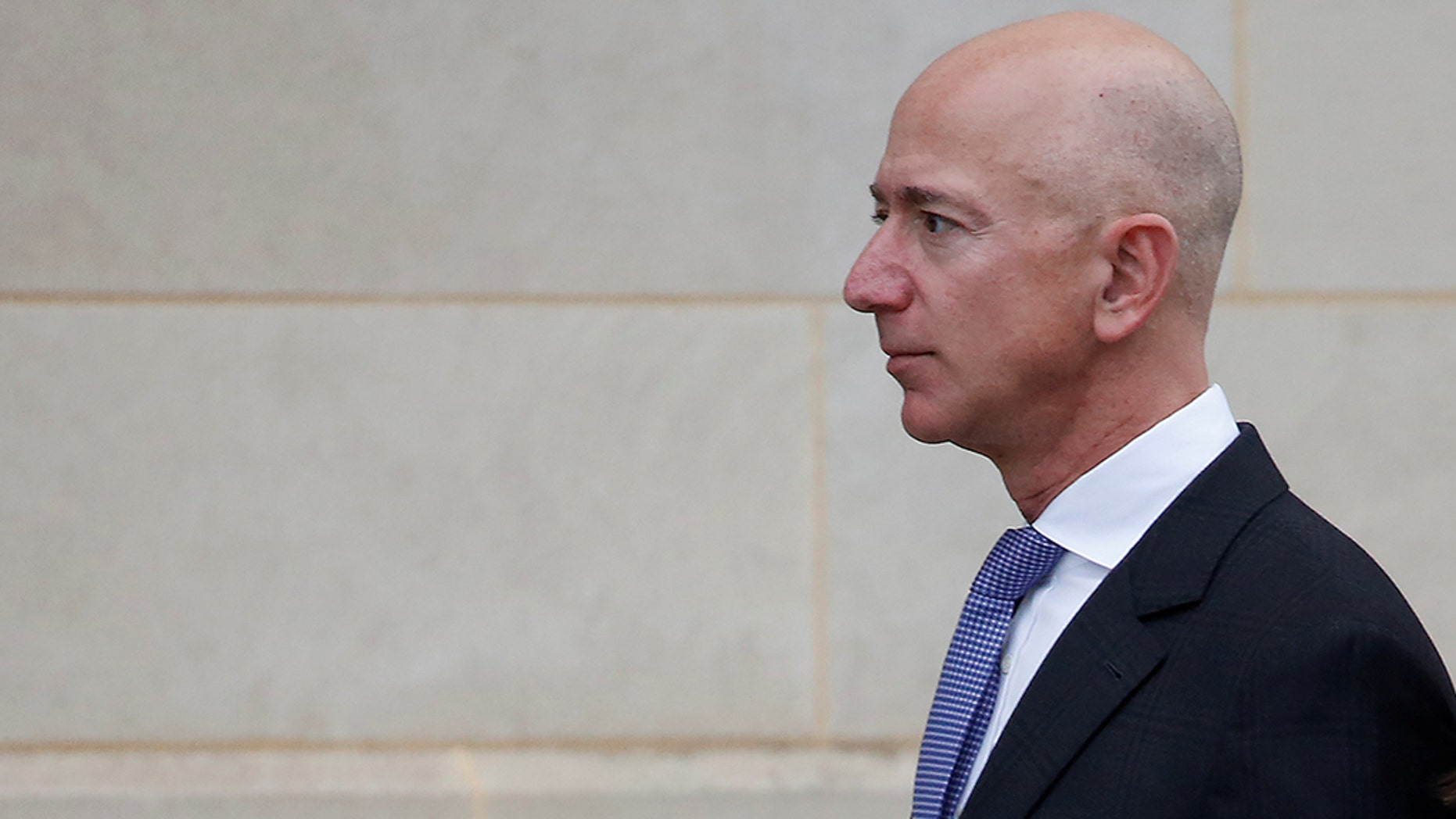 Amazon founder Jeff Bezos' private investigation into leaked text messages leads top security consultant to question mistress' brother, reports say. .REUTERS/Joshua Roberts
