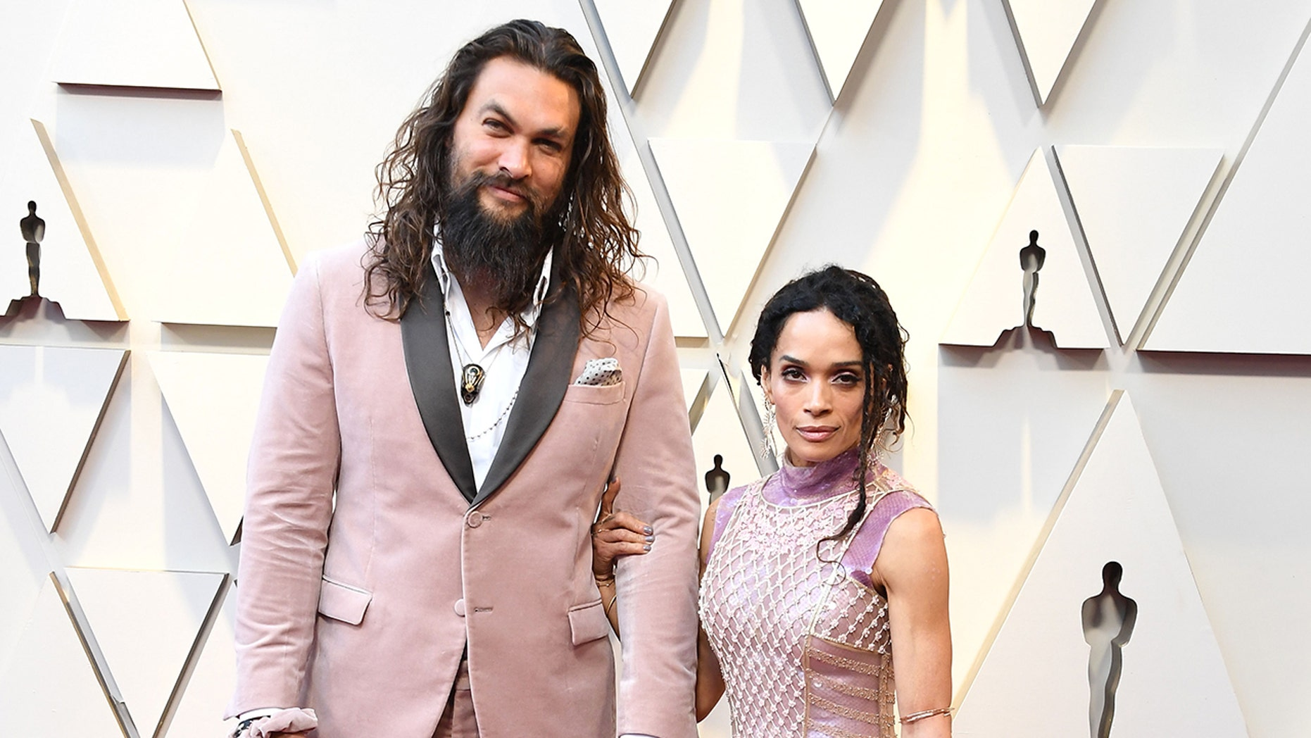 Jason Momoa reacts to Girl Scout selling 'Momoa' cookies