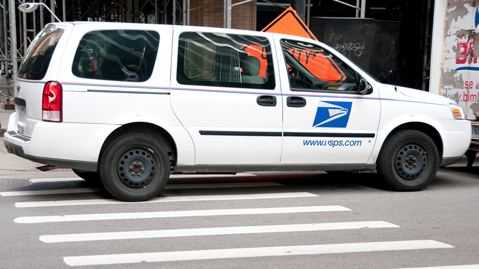 A USPS worker was fatally shot in an interstate in Chicago. (istock)