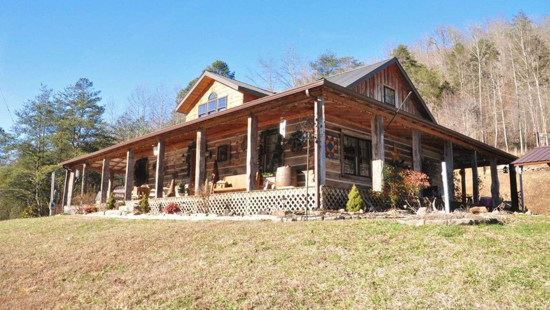 This charming three bedroom, log-cabin style house has hit the market in Jackson, and offers the chance to embrace a country lifestyle to the fullest.