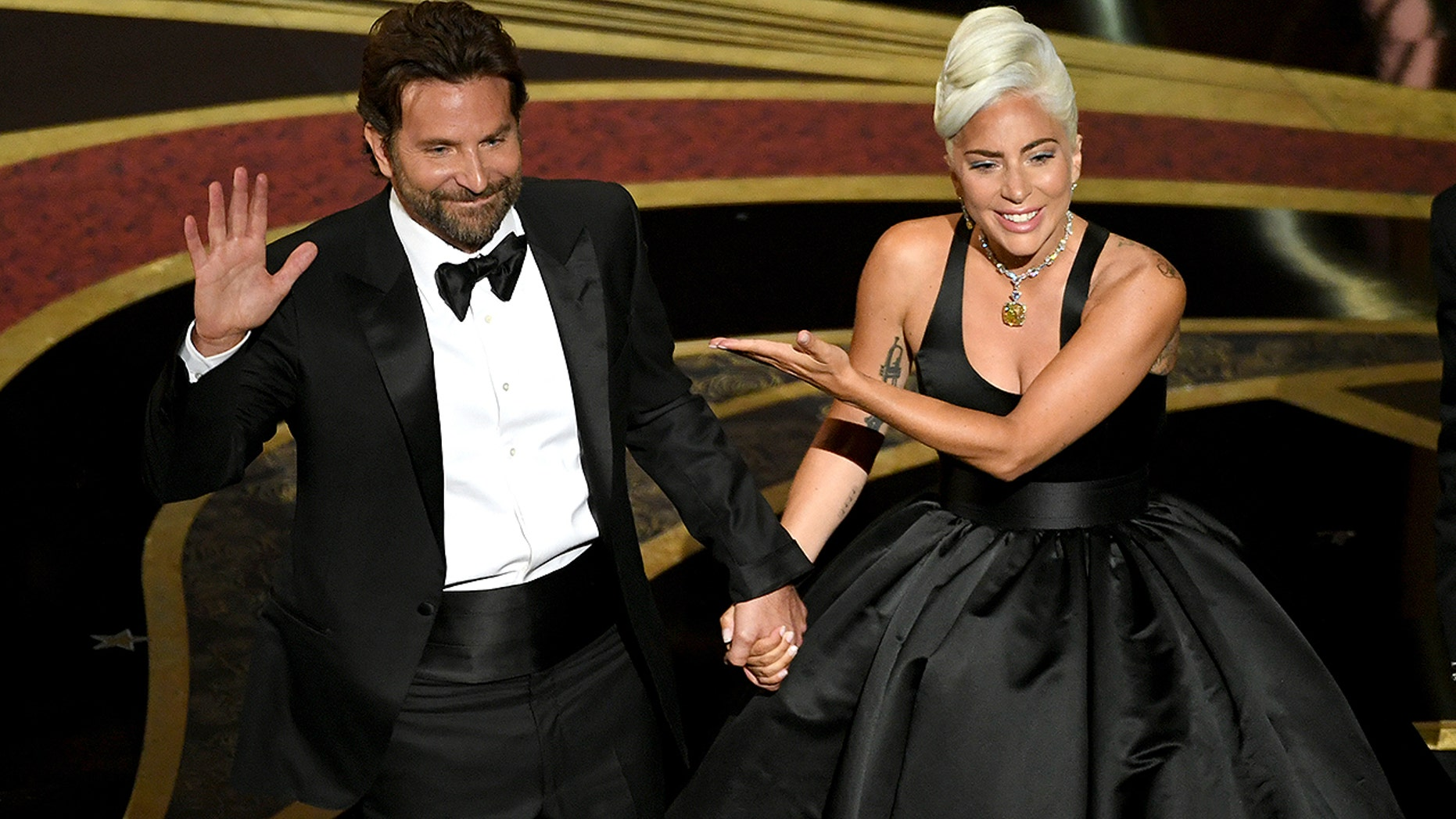 Lady Gaga and Bradley Cooper give intimate performance of 'Shallow'