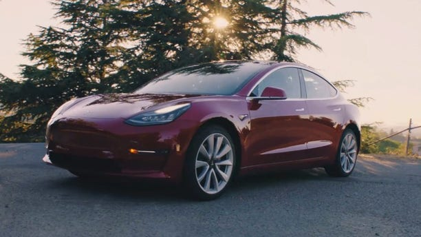 tesla discontinues model 3 mid range version ahead of price jump. Black Bedroom Furniture Sets. Home Design Ideas