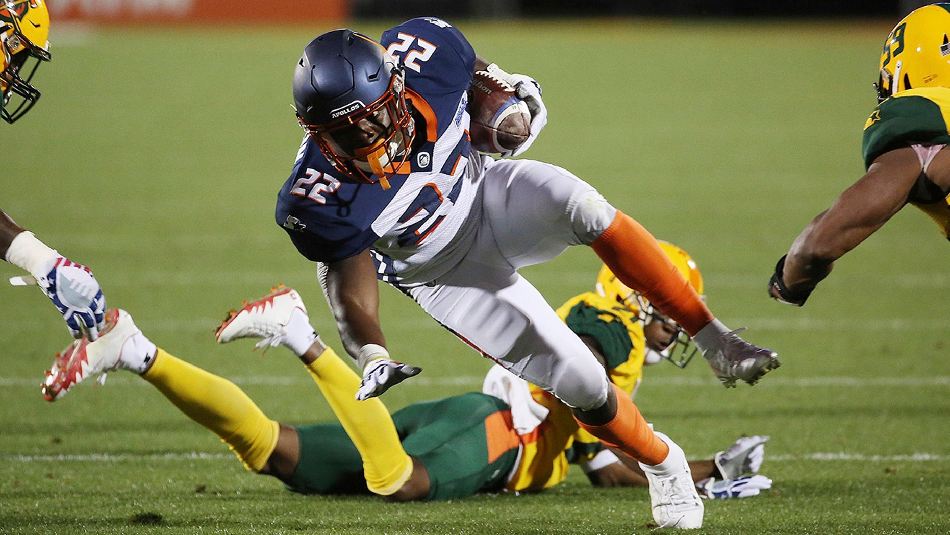Orlando Apollos running back D'Ernest Johnson (22) carries against the Arizona Hotshots during an Alliance of American Football game in Orlando, Fla., on March 16, 2019. (Associated Press)