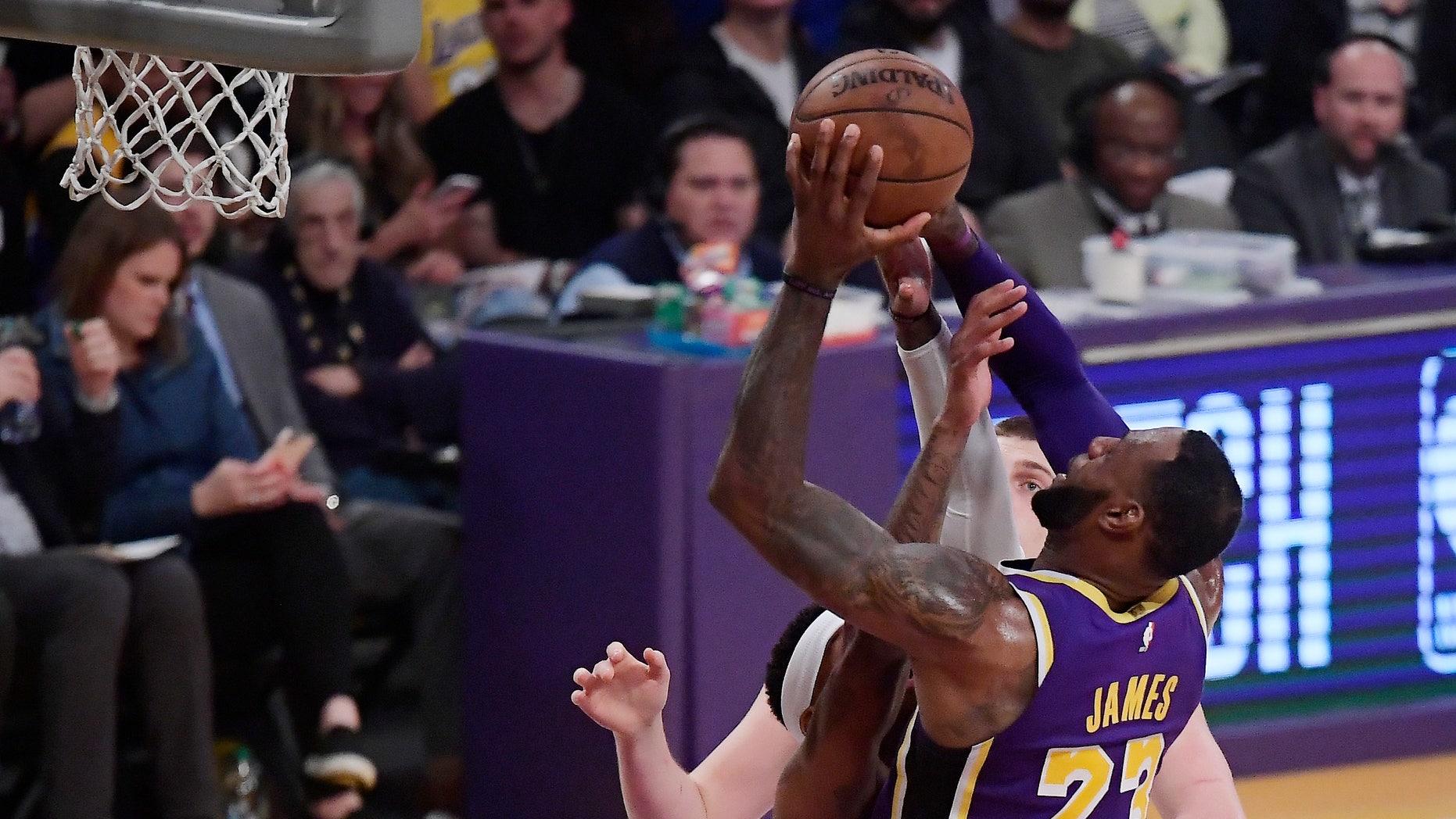 aca11b389548 Los Angeles Lakers forward LeBron James