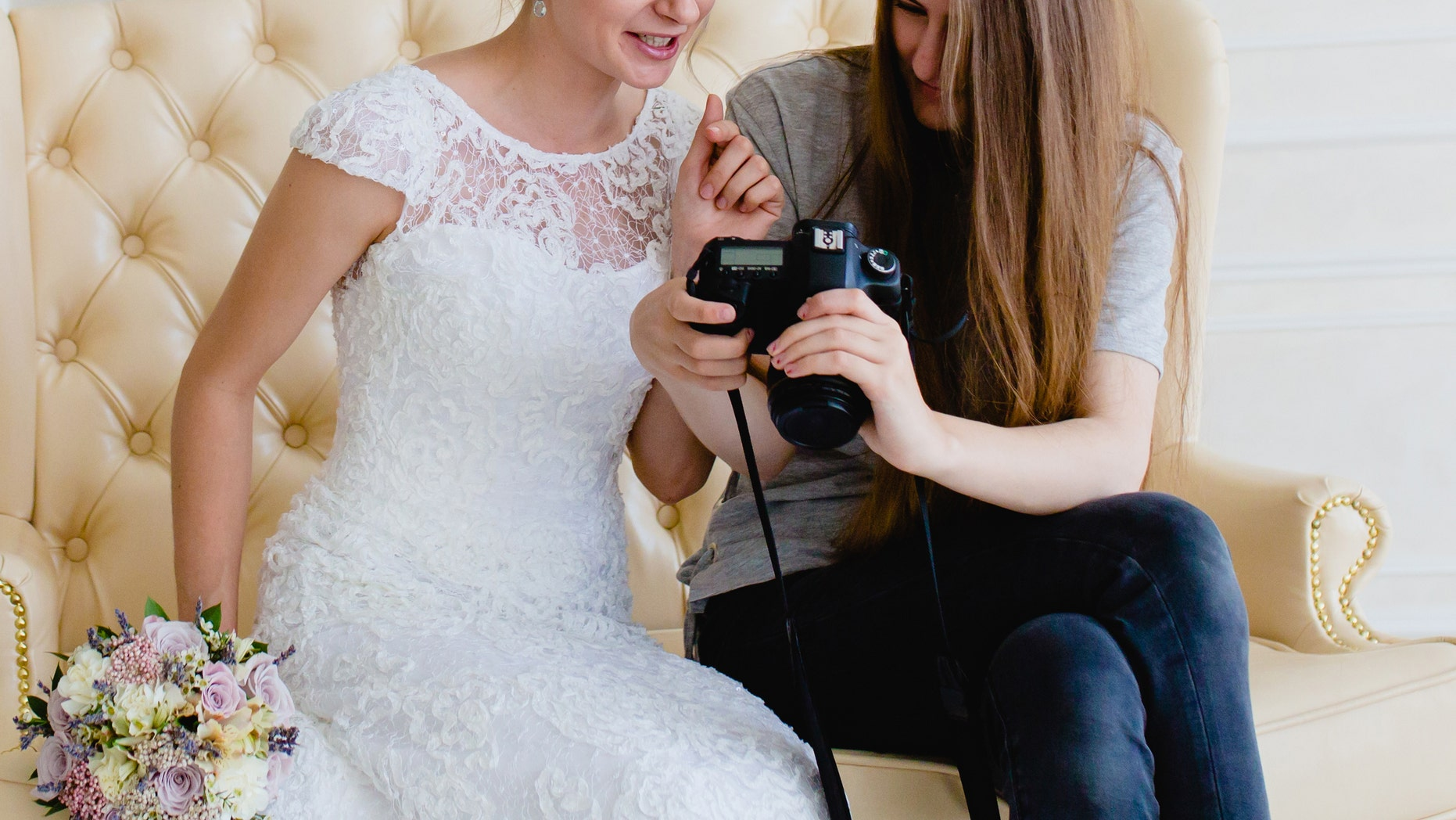 In a post that's since been shared on a wedding shaming Facebook group, the bride explained she wouldn't be paying her photographer his final payment, unless he was able to tick off a list of specific shots from a five-page checklist.<br>