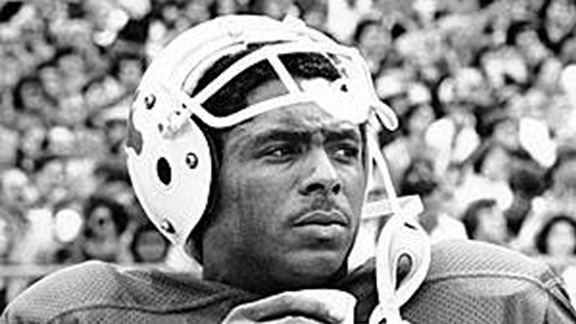 Texas legend, ex-NFL far-reaching receiver and Olympic bullion medalist Johnny Lam Jones has died.