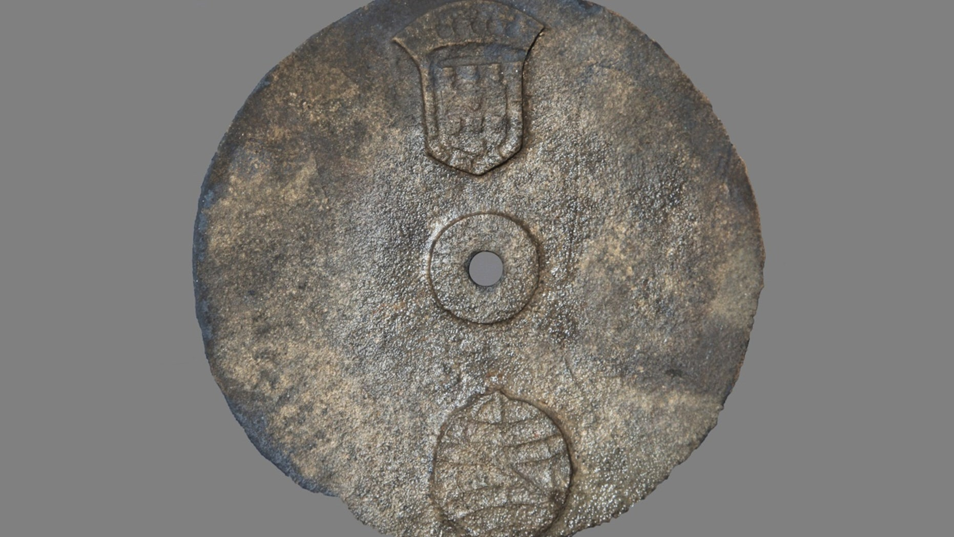 A copper alloy astrolabe found in a shipwreck in Oman dates to between 1496 and 1501, making it the oldest mariner's astrolabe ever discovered.