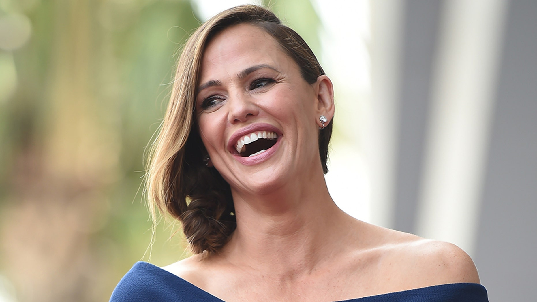 Actress Jennifer Garner brought Instagram to a photo of herself dressed in a brass band uniform and playing saxophone.