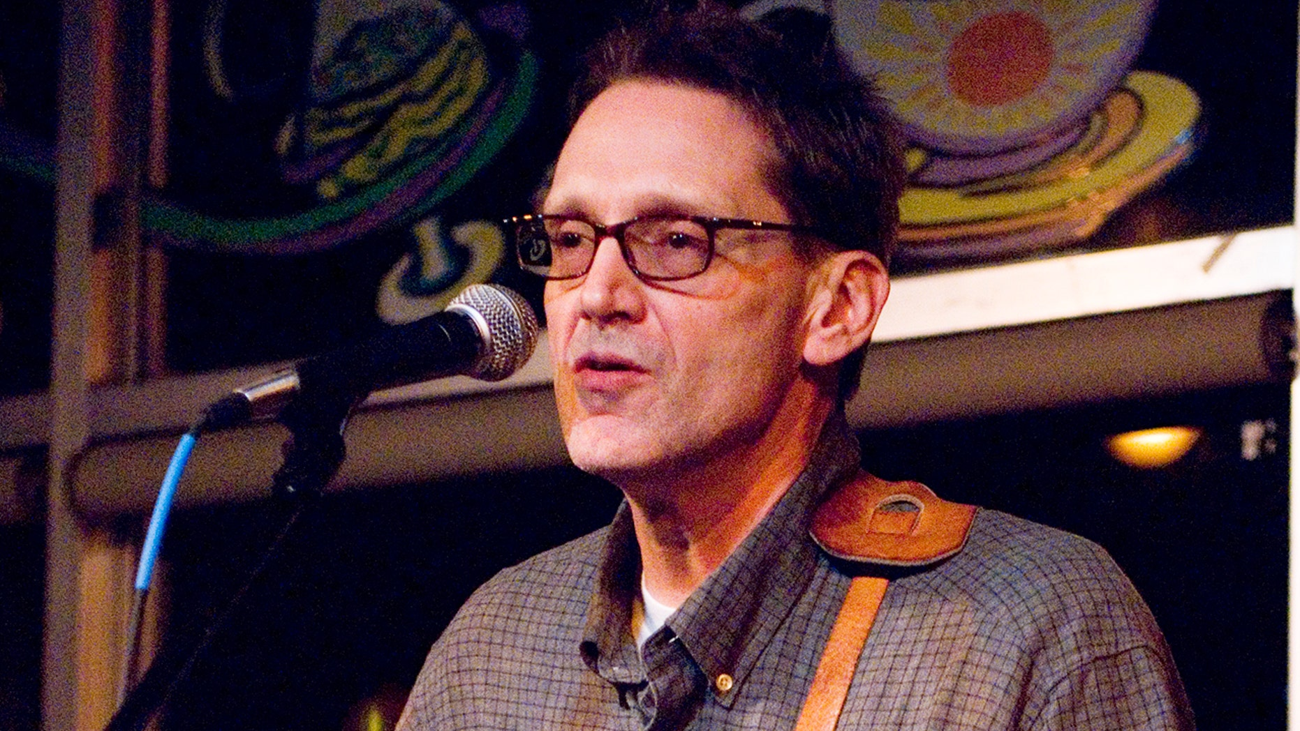 John Kilzer performing at Otherland's Coffee House in Memphis, Tennessee on November 17, 2006.?